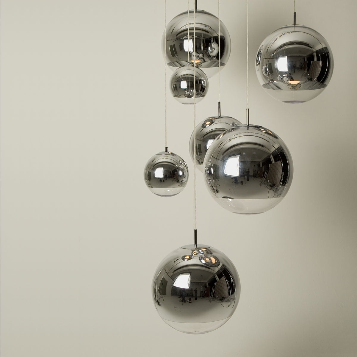 mirror ball pendant lamp by tom dixon. Black Bedroom Furniture Sets. Home Design Ideas