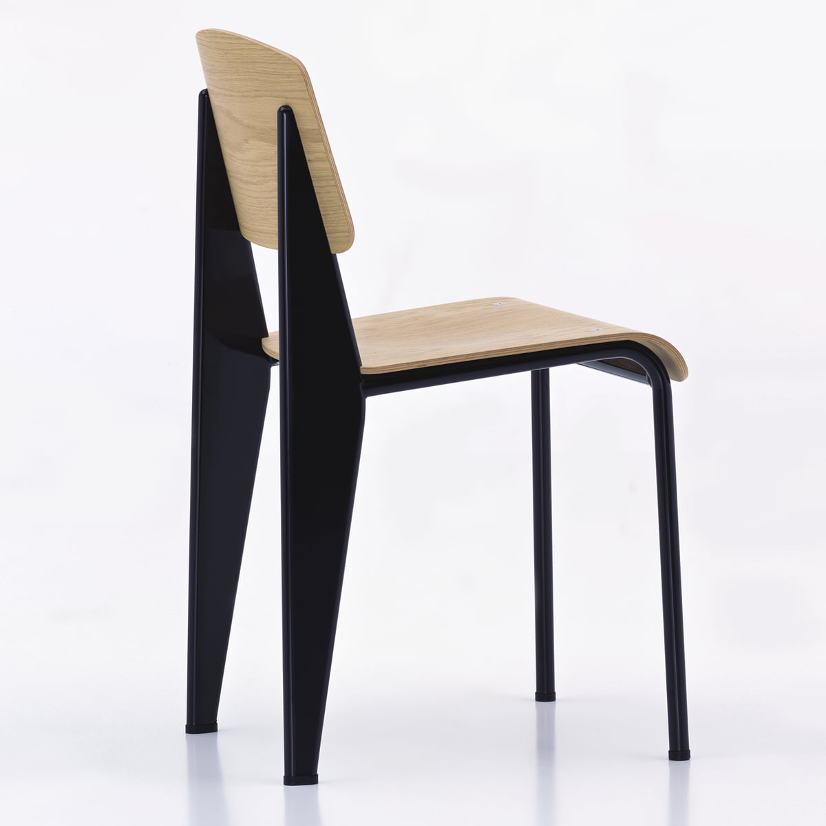 The Standard Stuhl By Vitra In The Shop