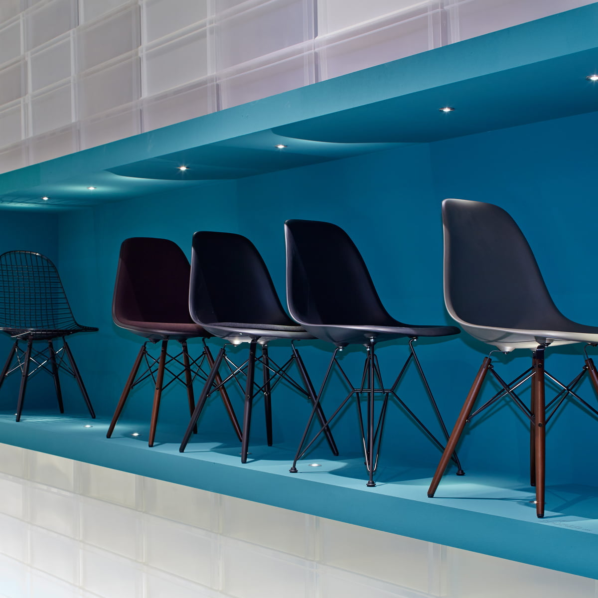 The Wire Chair DKW by Vitra in the home design shop