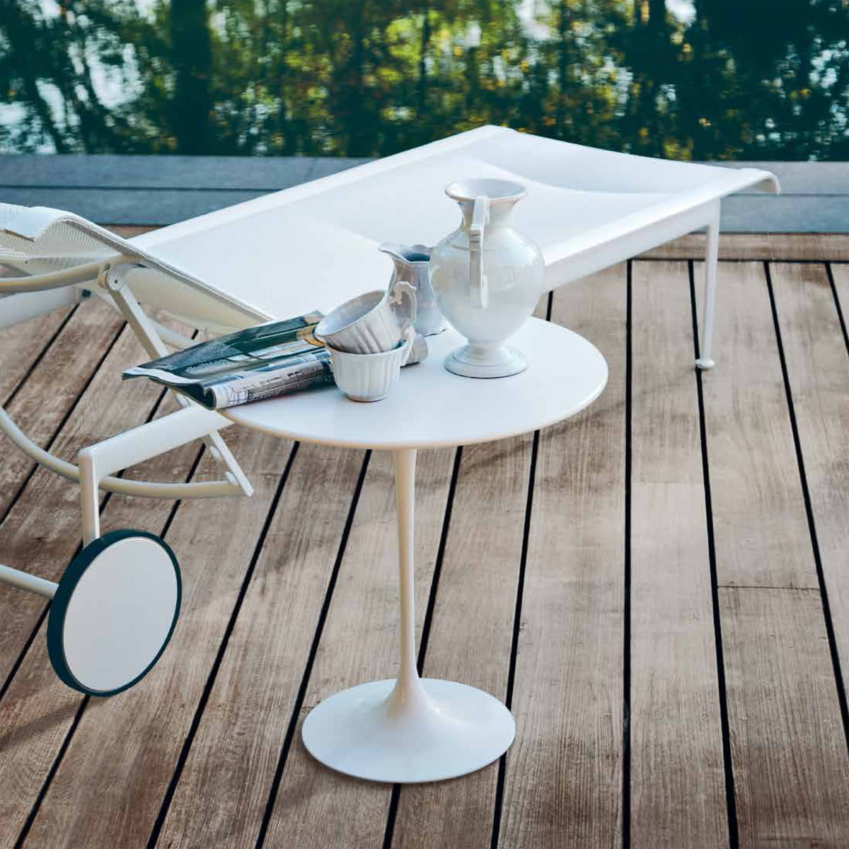 tulip table and chairs. Knoll - Saarinen Tulip Side Table, Round Table And Chairs L