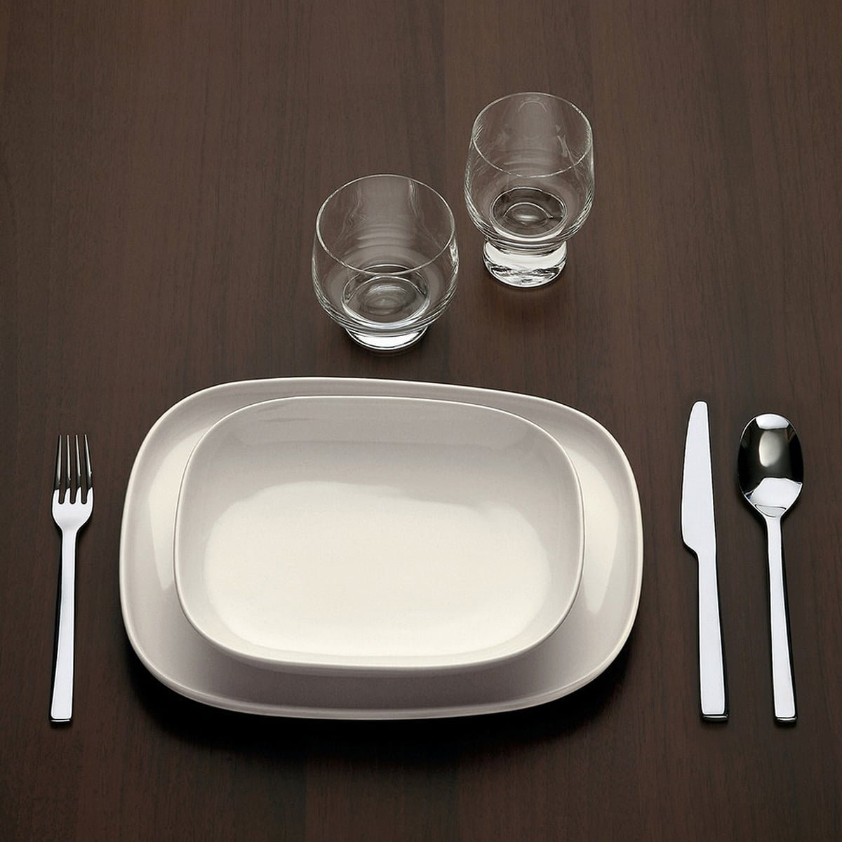 Ovale Dinner Plate by Alessi in the shop