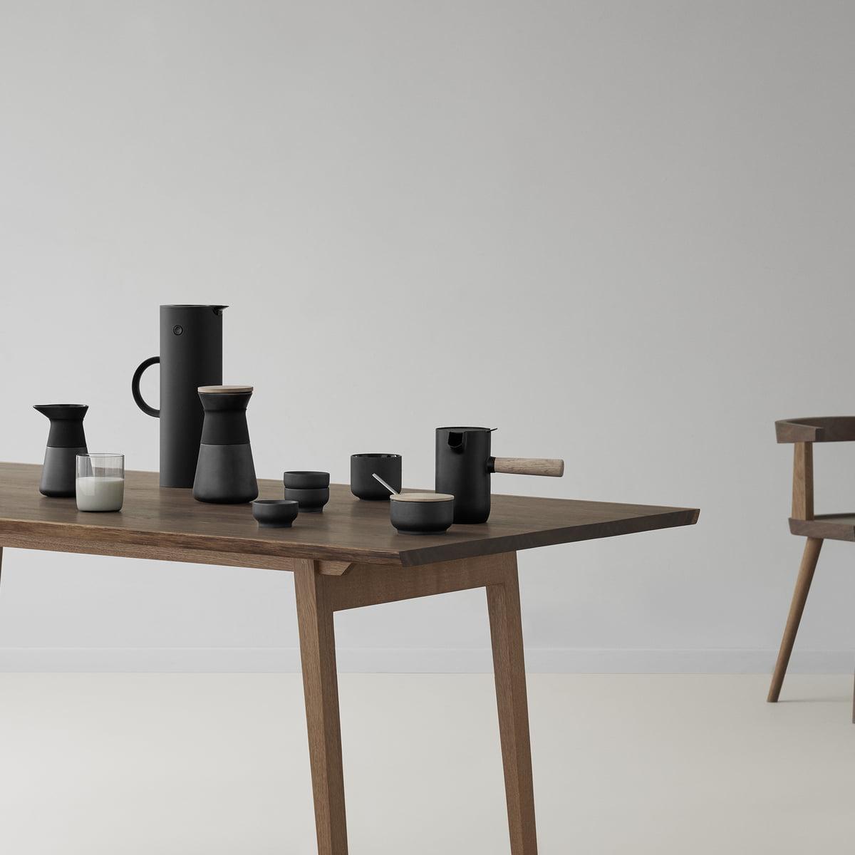 Stelton Collar Serie Kaffeemuehlt Thermoskanne Milchkaennchen Tisch  Ambiente