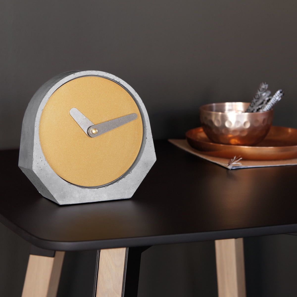 theda table clock by konstantin slawinski. Black Bedroom Furniture Sets. Home Design Ideas