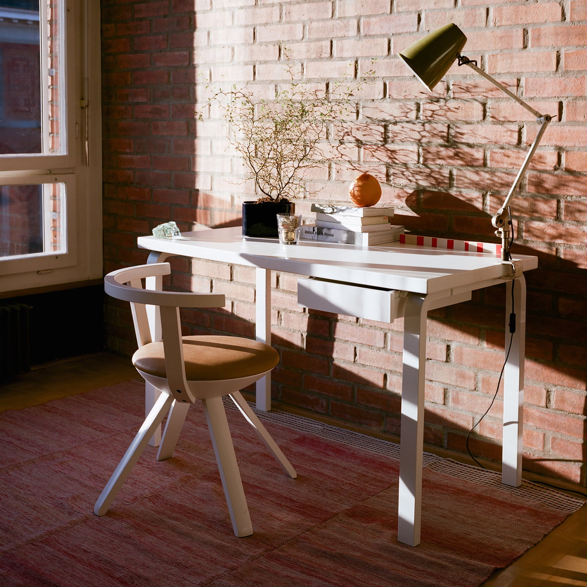 Table 80 by artek connox shop for Schreibtisch 120x60