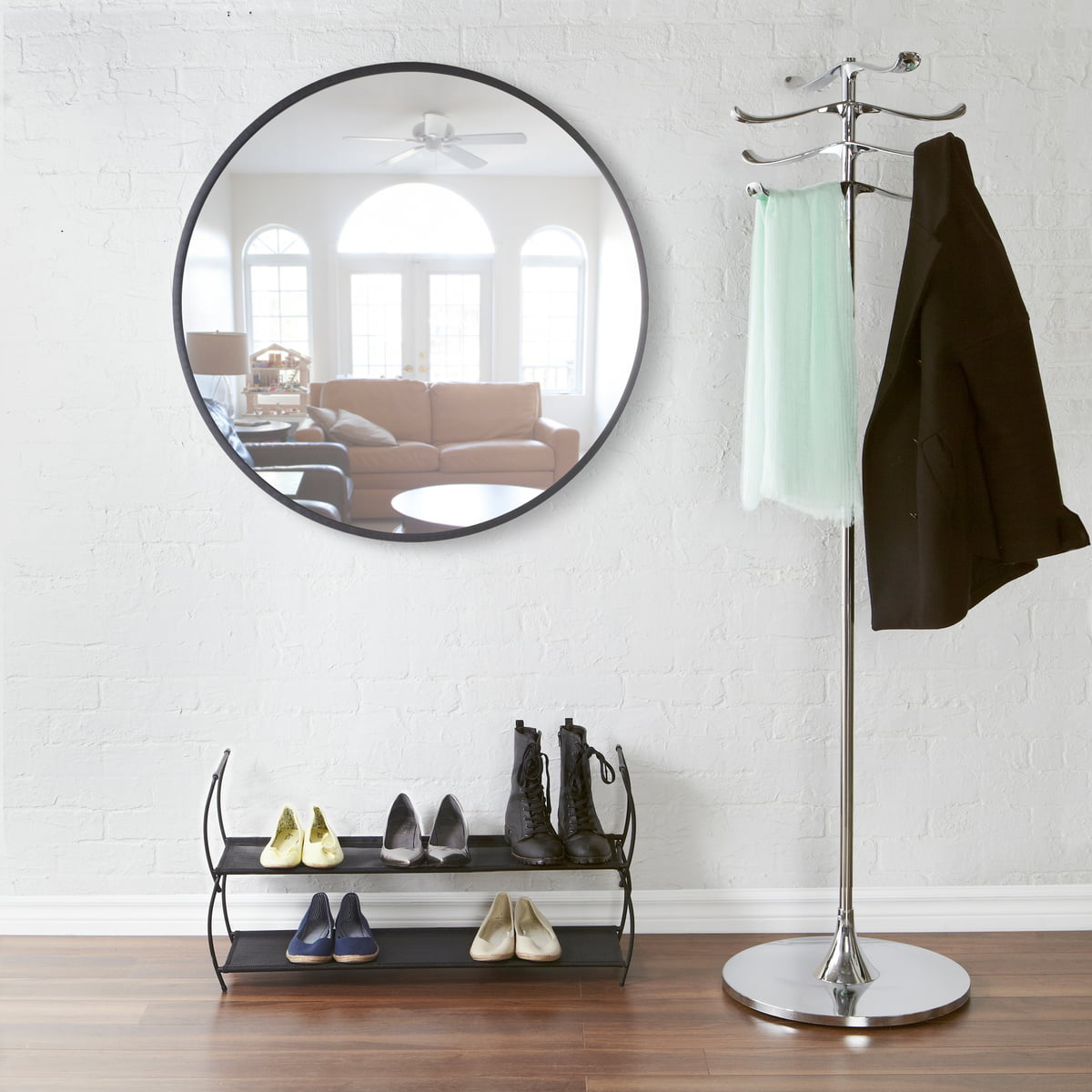 The Umbra   Hub Mirror Ø 91.4 Cm In The Hallway