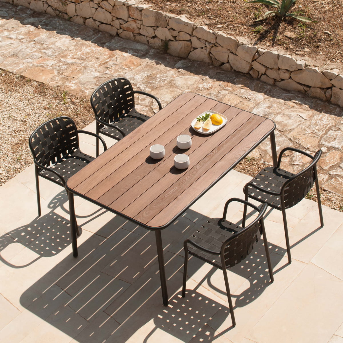Yard garden by emu connox for Table extensible 160