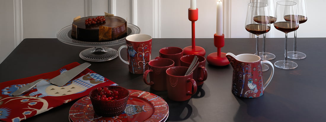 Every year Iittala brings - in time for Christmas - some of the most popular tableware and table decorations in festive red to the market.