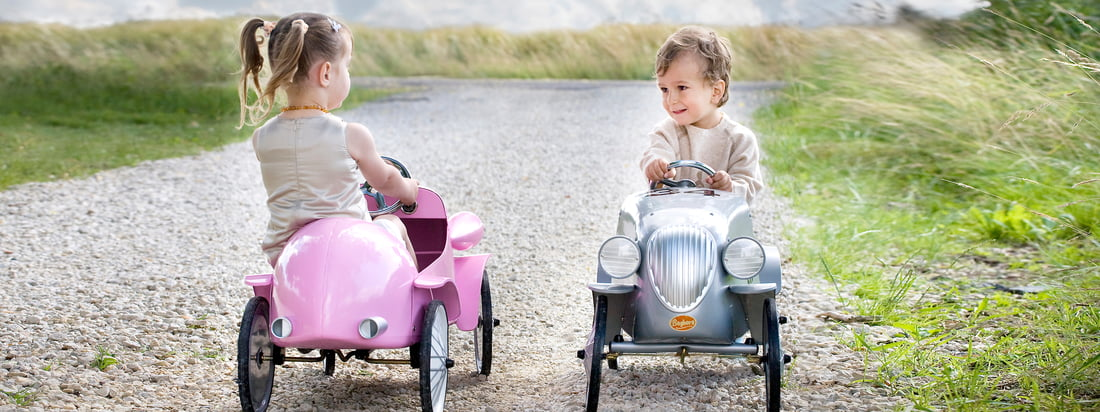 Whether Pedal Car or Ride-on - Baghera produces Oldtimer cars for kids like the Speedster Ride-on in rose. The design is reminiscent of cars 100 years ago.