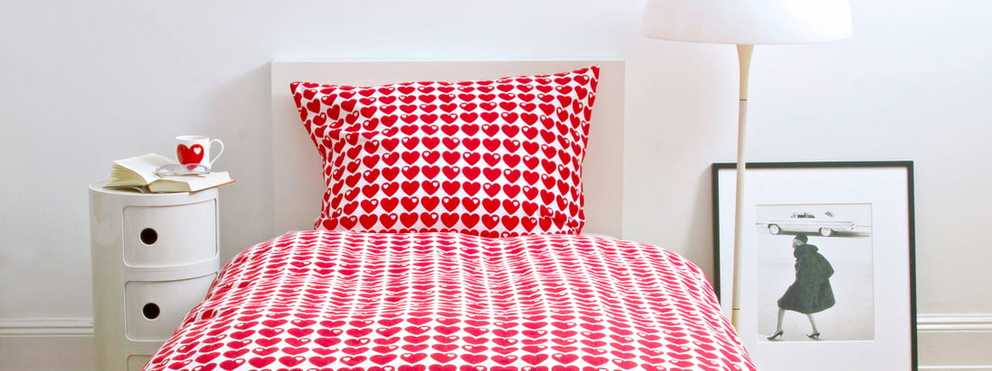 The brand byGraziela is specialized in products for children. The bed linen with hearts makes the room of your kid shine in a bright red. Available in the design shop!