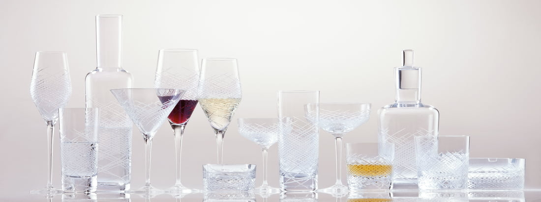 The Hommage Drinking Glass Series by Zwiesel 1872 includes whisky glasses, long drink glasses, wine glasses for red and white wine. The glasses belong to the Hommage Series and convince with their reinterpretation of the classic cut with modern finesse.