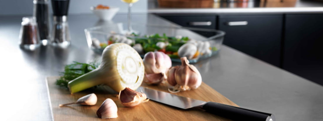 The cutting board not only protects your kitchen counter, but it is also great as a serving board. It presents meat, cheese and fruit in a particularly beautiful way.