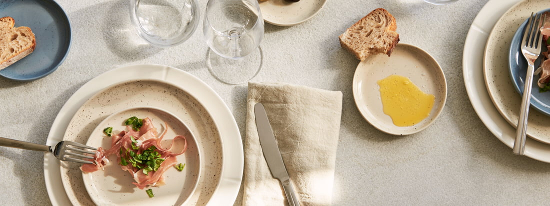 Lifestyle product image of the Grand Cru Sense plates by Rosendahl. The Grand Cru Sense plate by Rosendahl combines functionality and aesthetics in one and the same design.