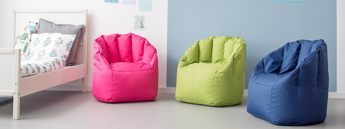 The mini Shell armchair by Sitting Bull is available in several colours suitable for children. The child seat bag is not only a cheerful blob of colour, but thanks to its robust polytex fabric it is also particularly easy to clean - ideal for the children's room.
