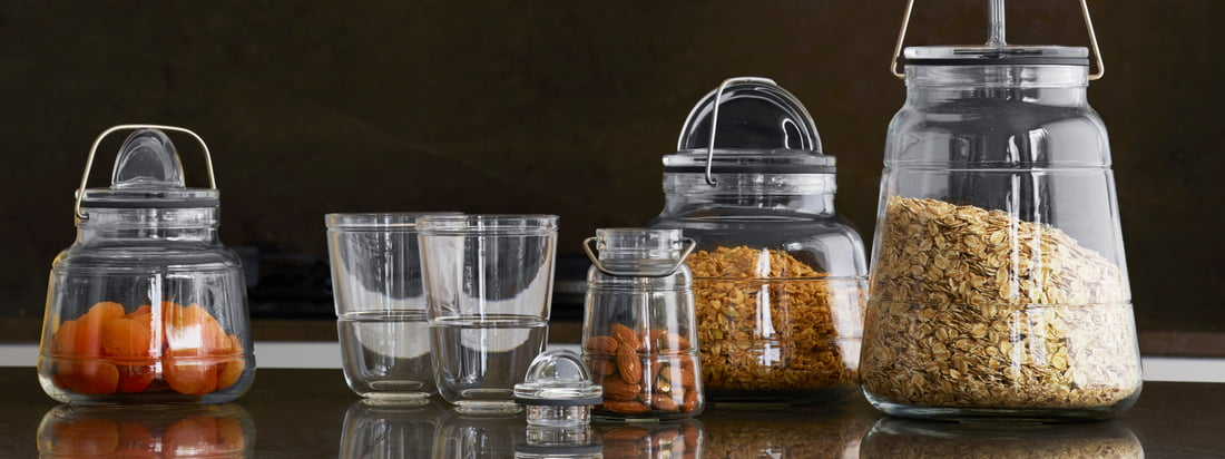 The elegant Scala glass series consists of a stackable tumbler, a sealable carafe and airtight storage jars in various sizes.
