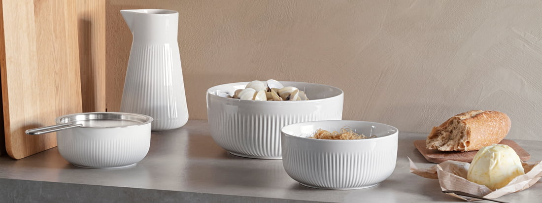 Legio Nova Thermo bowl by Eva Solo in the Ambiente view. The porcelain bowls of different sizes create a modern look in combination with each other.