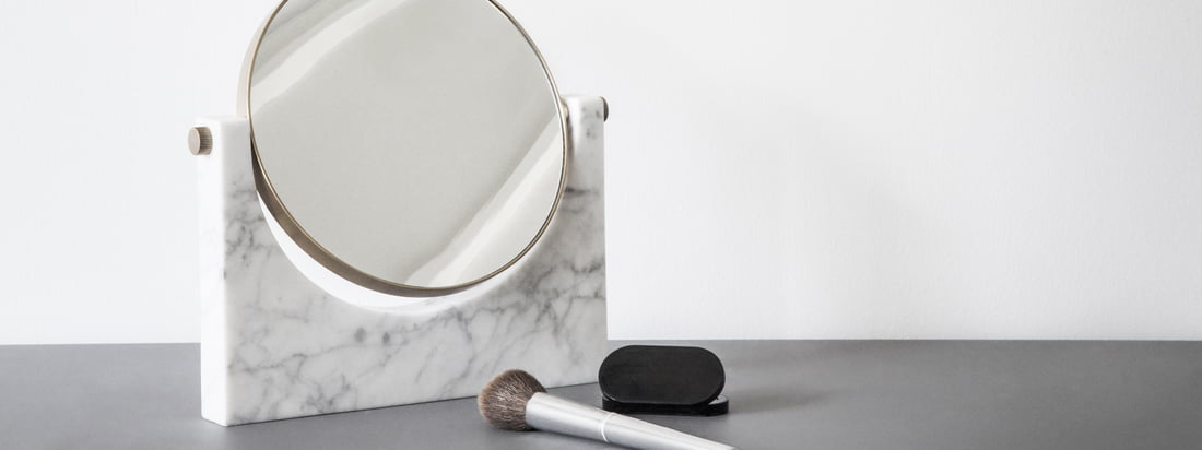 Ambient image of the Pepe marble mirror by Menu. The mirror presents itself in a timeless form and is perfectly suitable as a make-up mirror in the bathroom.