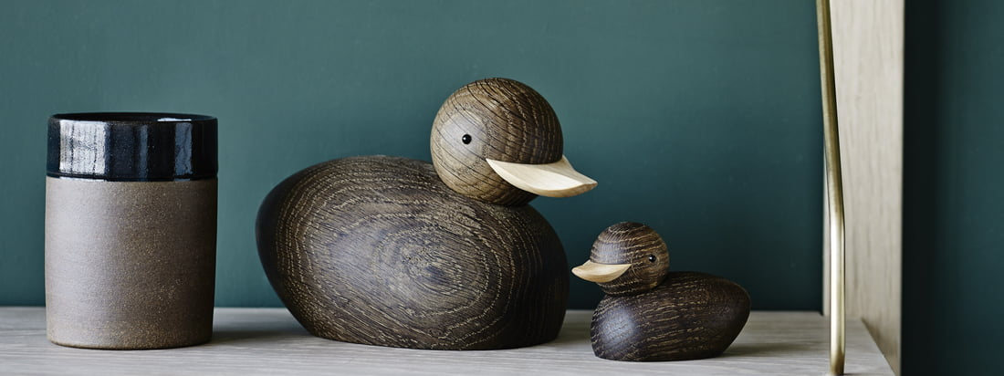 Skjøde duck wooden figure by Lucie Kaas in the ambience view. The Skjøde wooden figurines by Lucie Kaas were already designed by Theodor Skjøde Knudsen in 1958. The different types of wood and the simple details underline the craftsmanship of the designer and let the figures become an eye-catcher.