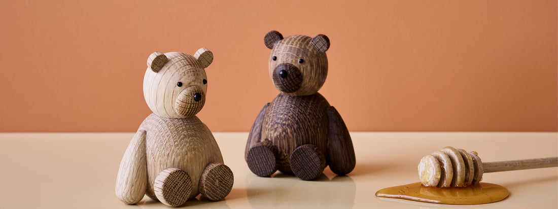 Could it be any cuter? The wooden figures by Lucie Kaas may be a bit hard to cuddle, but as table decoration they fit wonderfully into the home.