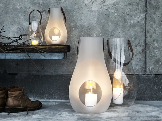 The design with light lantern from Holmegaard in transparent or opaque white glass and carrying handle from natural leather was designed by Maria Berntsen.