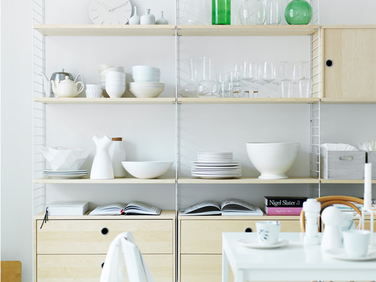 The basis of the String shelving system lies in the lateral, ladder-like bars in white. In addition the String shelf bottoms and cabinets create sufficient storage space.