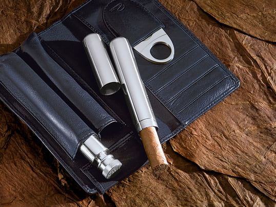 The Churchill cigar set manufactured by Philippi is a wonderful gift for a true connoisseur and cigar lovers. With the integrated Flask the enjoyment is preprogrammed.
