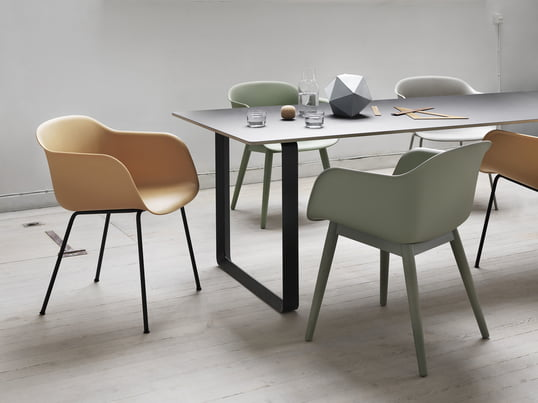 The design chair made of polypropylene and a wooden or aluminium base convinces with a familiar appearance and new material. The Fiber Chair is perfect for dining tables, offices and conference rooms.
