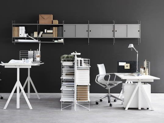 String offers height-adjustable desks, modular shelving systems and other office furniture, creating an original, productive working environment in the home office.