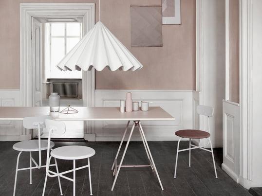 The Dancing pendant light is designed by studio Iskos-Berlin in Copenhagen. The designer Boris Berlin and Aleksej Iskos creates the lampshade like a dress of an dancer.
