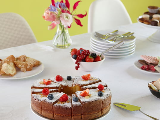 Whip up delicious XL pies and cakes with the SL14 Cake Mould by design3000 for Konstantin Slawinski, which makes them look exceptional and has them already divided into different-sized servings.