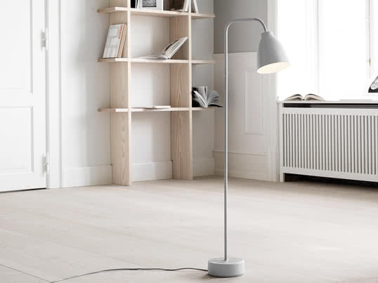 Based on the lampshade of the Caravaggio lighting series, Cecilie Manz designed a new functional lighting series for Lightyears, which directly emits the light and can be adjusted manually. The Caravaggio Read Floor Lamp by Lightyears is part of the Caravaggio series and is a minimalist lamp with a small lampshade.