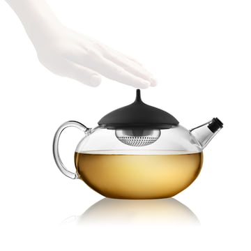Eva Solo - Teapot with infuser - in use