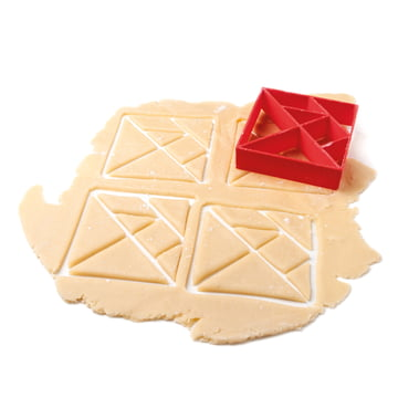 Konstantin Slawinski - Tangram biscuits cutter - while cutting