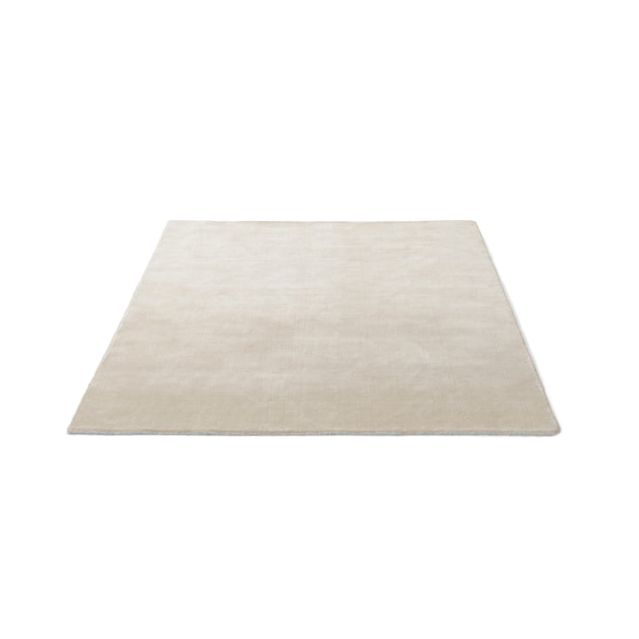 The & Tradition - The Moor Rug AP5 with a size of 170 x 240 cm in Beige Dew