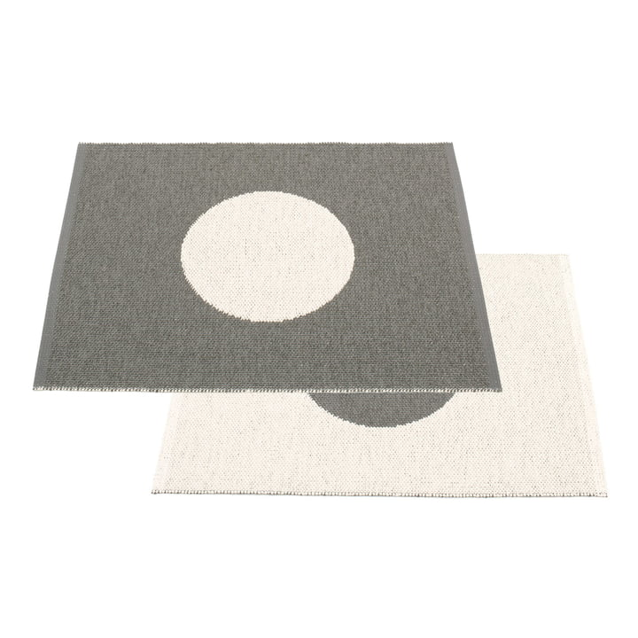Vera Small One Reversible Rug 70 x 90 cm by Pappelina in Charcoal / Vanilla