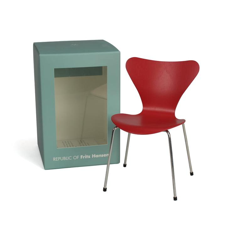 Miniature Series 7 Chair by Fritz Hansen in Opium Red