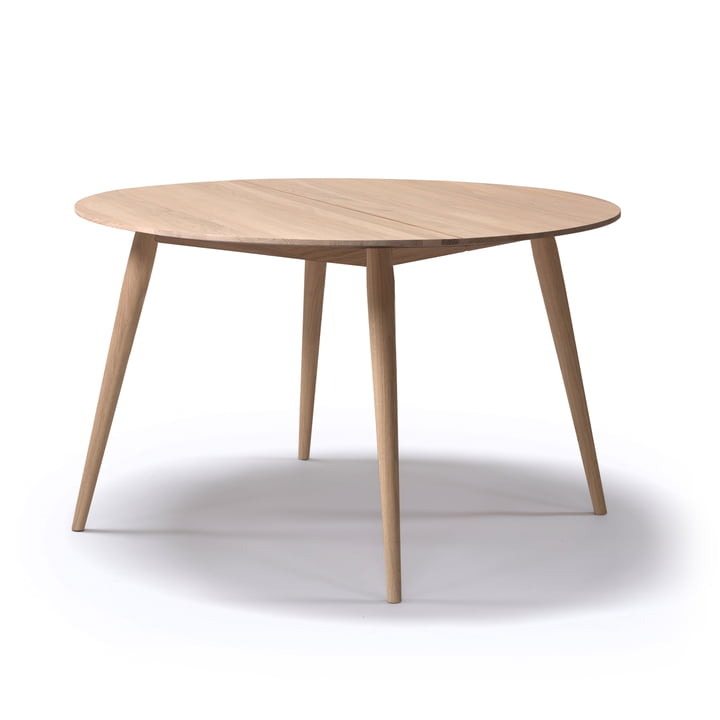Playdinner dining table round Ø 120 cm to 220 cm from bruunmunch in oak natural oiled