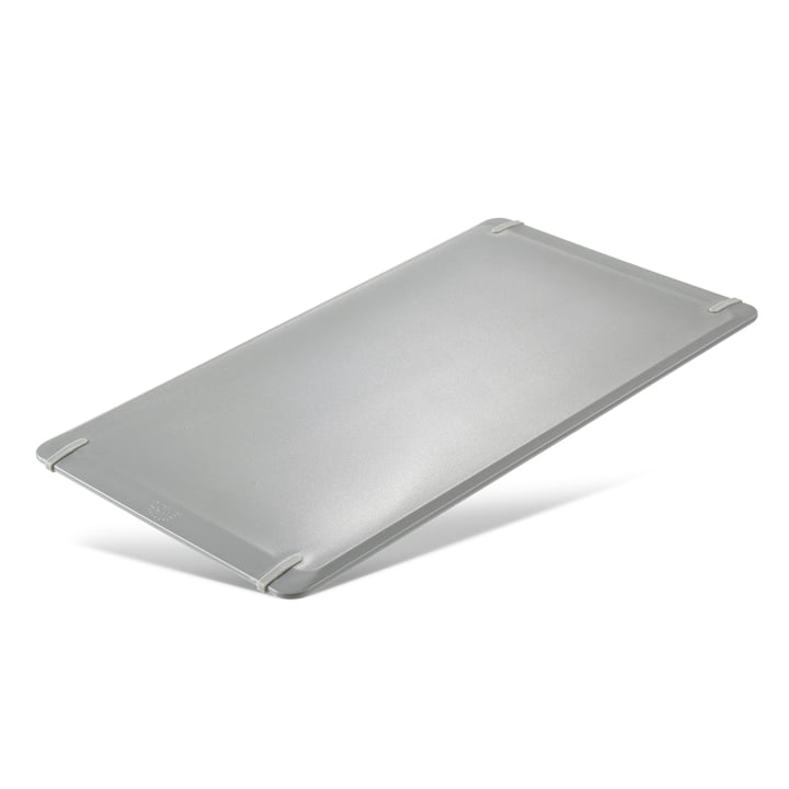 Singles cutting board in cool grey from Zone Denmark