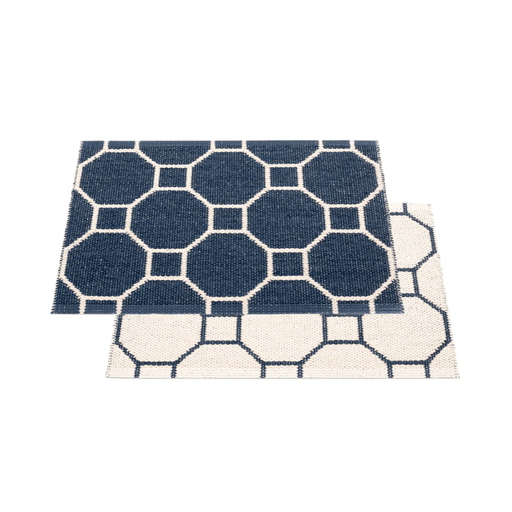 Squeegee reversible carpet, 70 x 50 cm in dark blue / vanilla by Pappelina