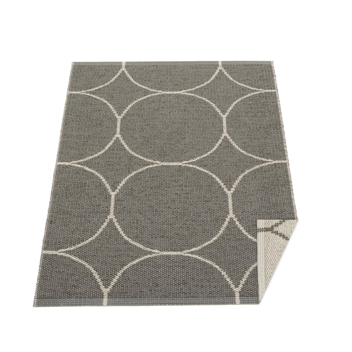 Boo reversible carpet, 70 x 100 cm in charcoal / linen by Pappelina