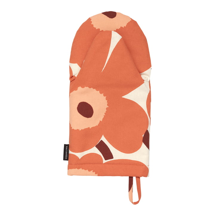 The Pieni Unikko Oven glove by Marimekko, linen / orange / burgundy (autumn 2021)