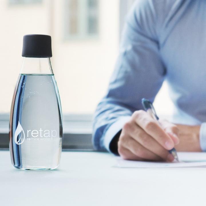 Retap - Drinking Bottle, black lid, closed - ambience