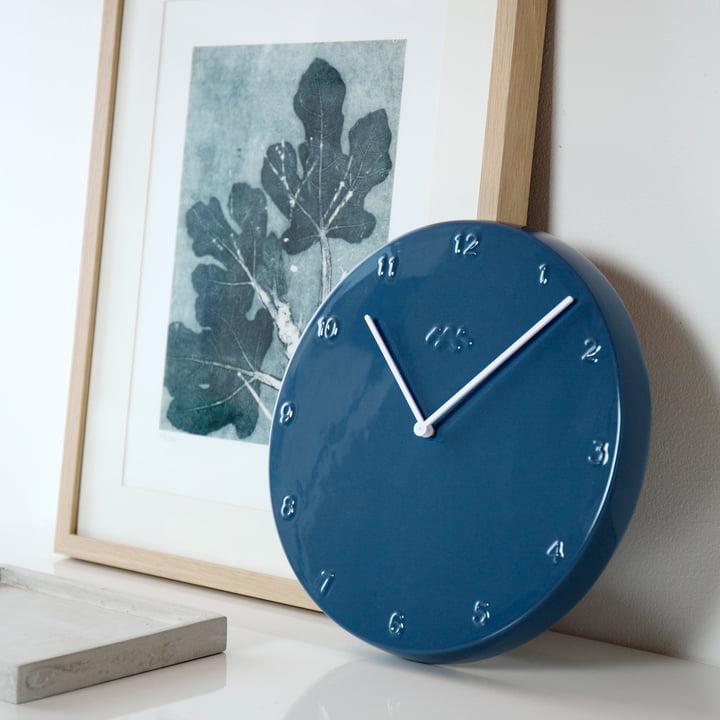 Ora wall clock in blue